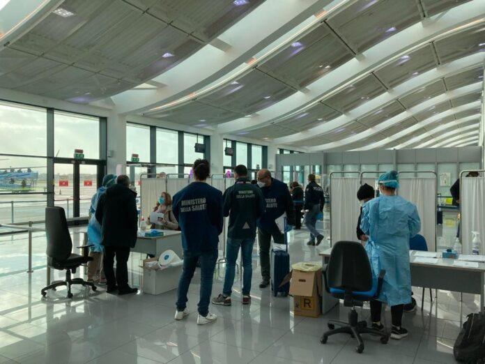 test per il coronavirus in aeroporto